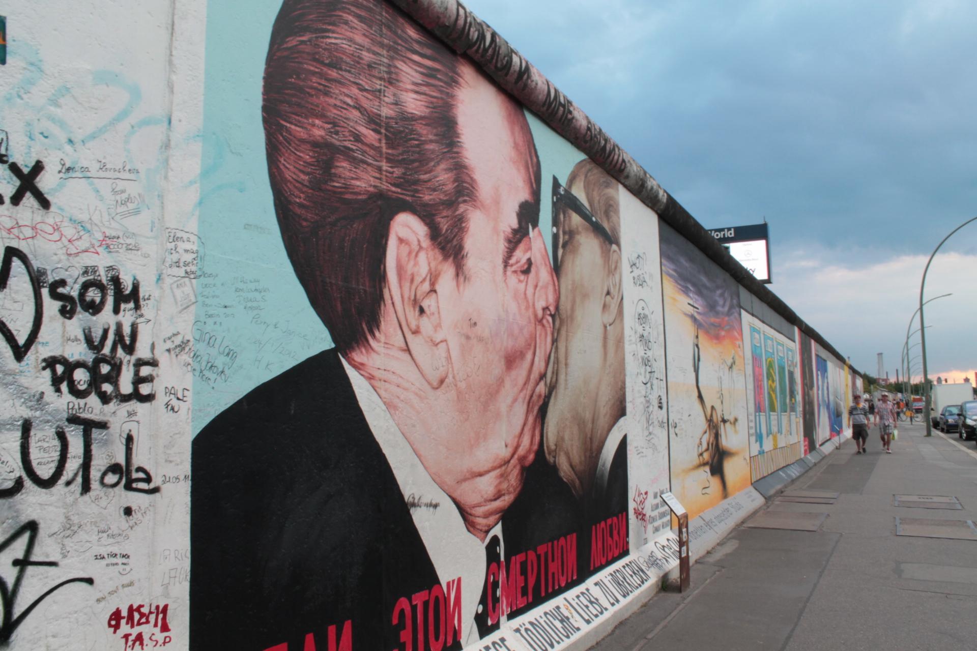East Side Gallery_beso de Honecker y Brezhnev