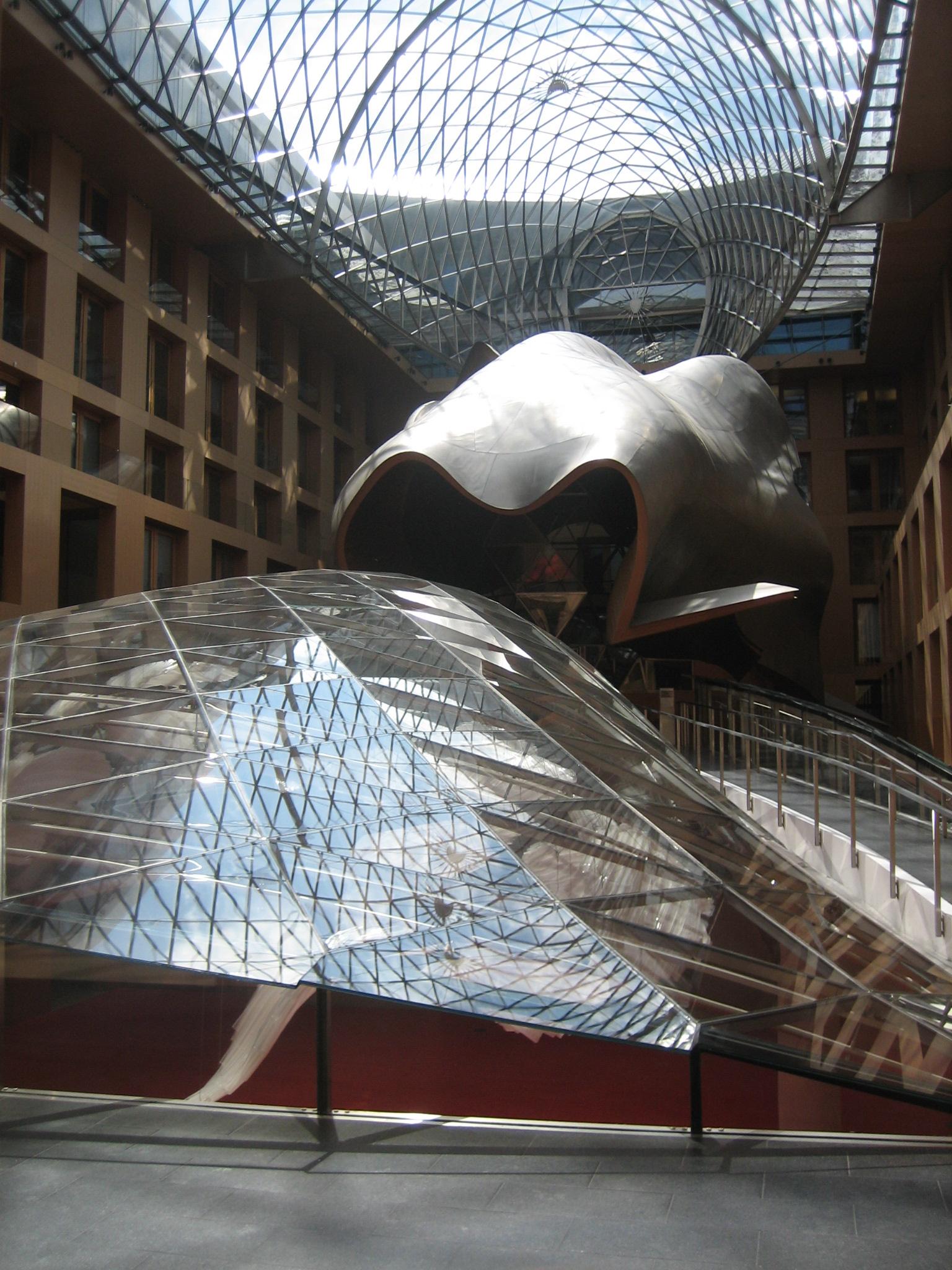 Vestíbulo de la sede del DZ Bank_Frank Gehry
